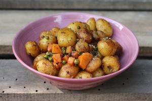 aardappelen met erwten en wortel